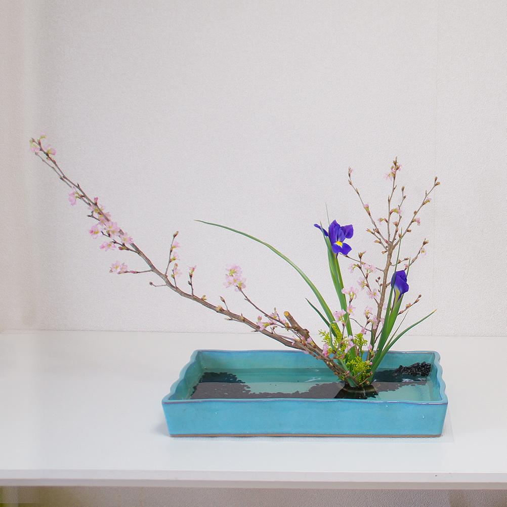 四角い水盤を使った自由花
